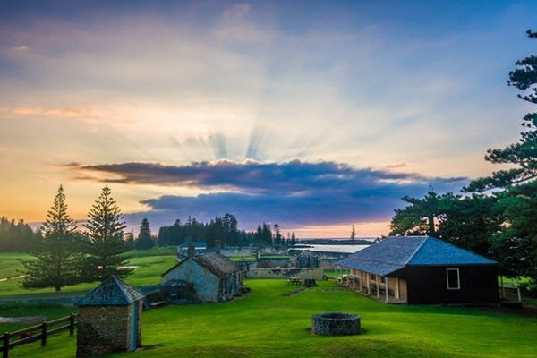norfolk island singles Modern, comfortable, close to town and fully equipped for groups, families, couples or singles, we invite you to choose ocean breeze as your affordable luxury norfolk island accommodation today our rooms.